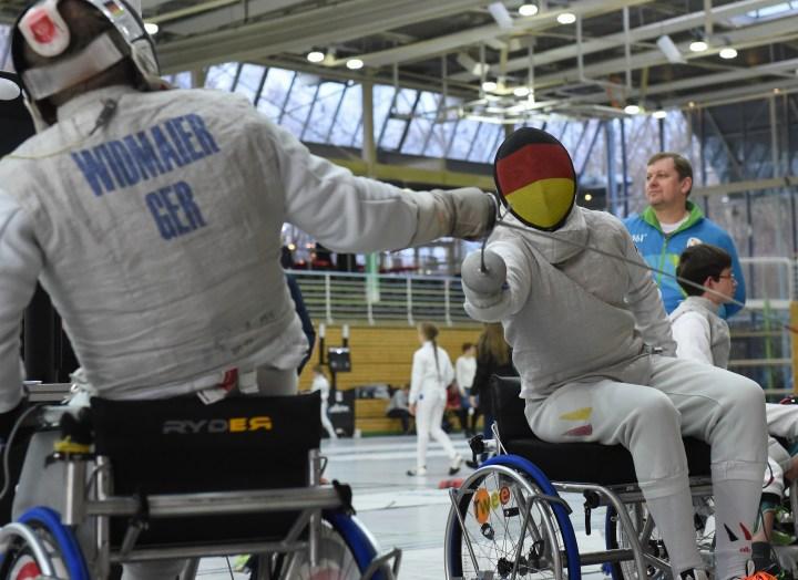 Württembergische Meisterschaften Rollstuhlfechter Florett, 17.12.2016 - Tim Widmaier (links) gegen Nils Neumann (TSG Reutlingen, rechts)