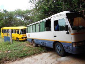 Nuevo autobús para el colegio en Mwanzugi