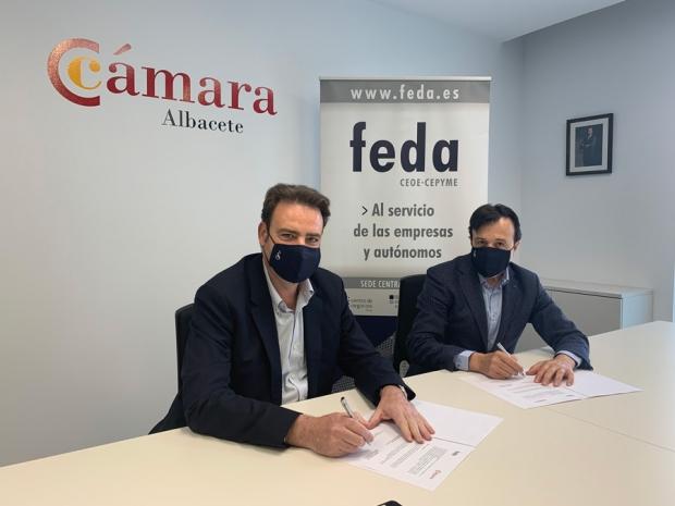 Fotografía de Equipo técnico de FEDA en la sede de Albacete, junto al presidente y vicepresidenta., ofrecida por FEDA