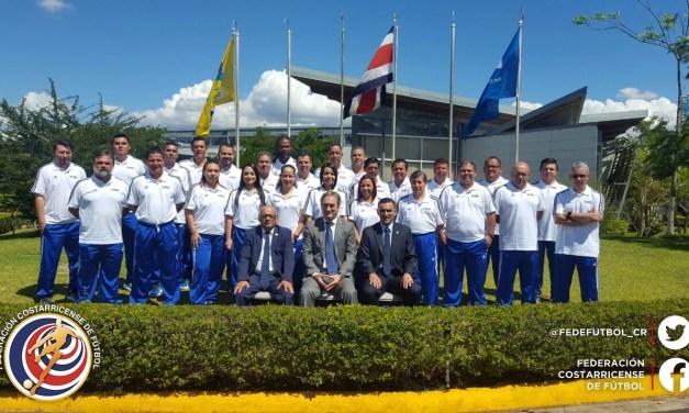Ex mundialista español capacita a administrativos del fútbol