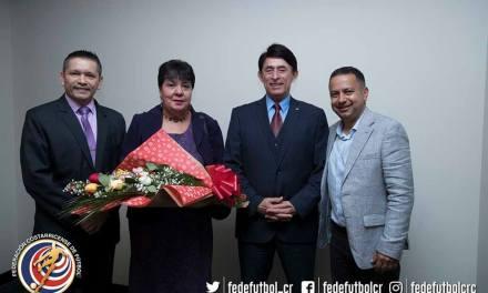 FEDEFUTBOL reconoce trayectoria de Luis Paulino Siles