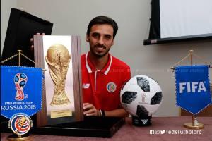 Bryan Ruiz con placa del Mundial Rusia 2018