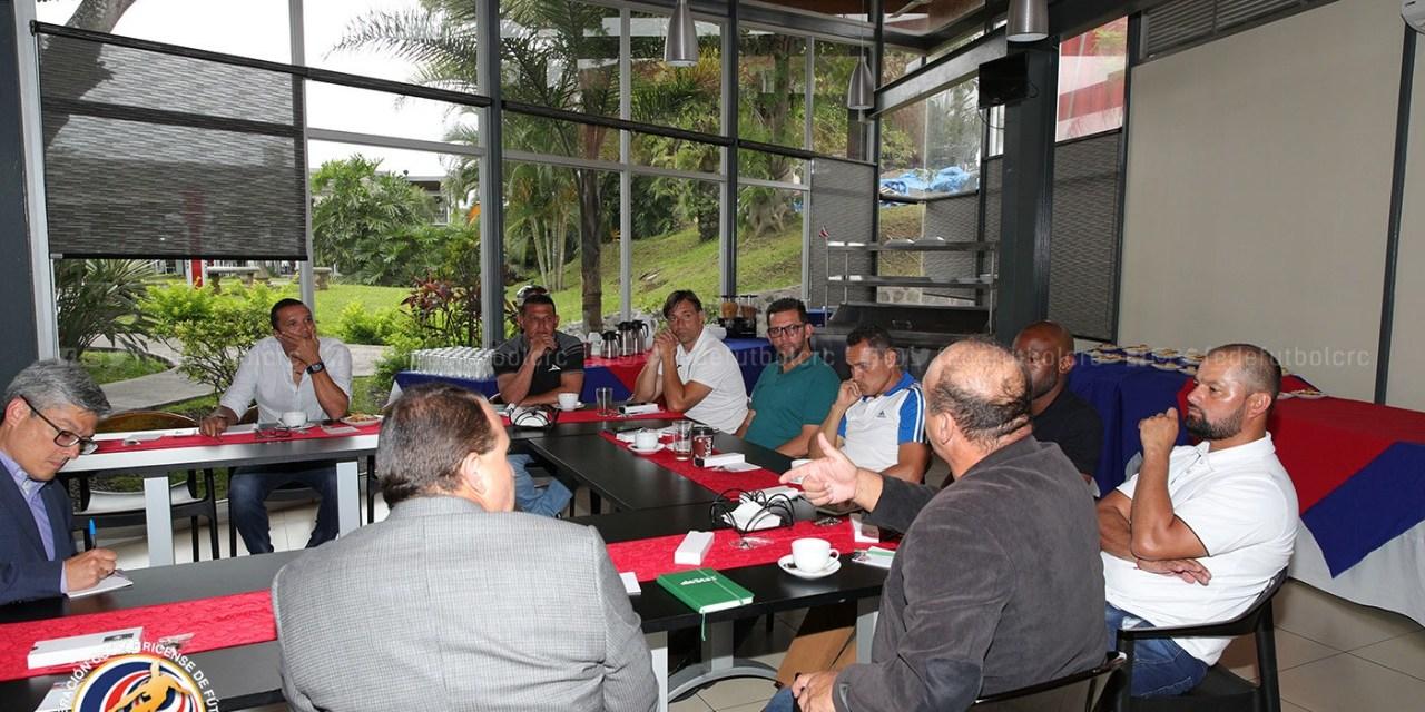 Entrenadores colaboran con la Comisión técnica