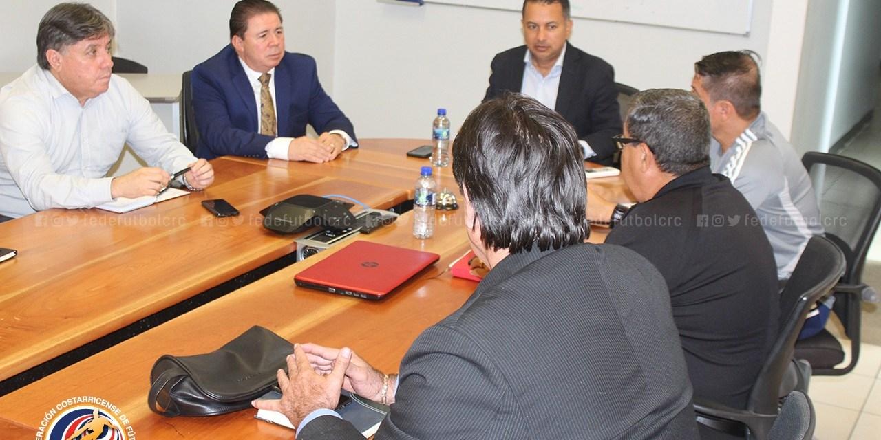 FEDEFUTBOL y UNAFUT toman acuerdos en pro del arbitraje nacional