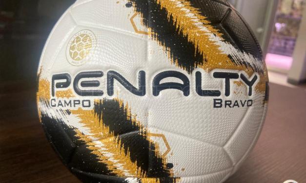 El Centenario de la Fedefútbol se festeja con un balón especial de Penalty