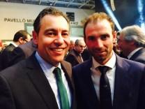 El presidente de la FCCV, Vicente Seguí, y el ciclista Alejandro Valverde.