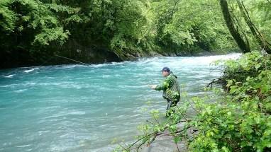 Laurent en stage de pêche aux appâts naturels en dérive