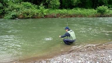Stéphane en stage de pêche aux appâts naturels en dérive