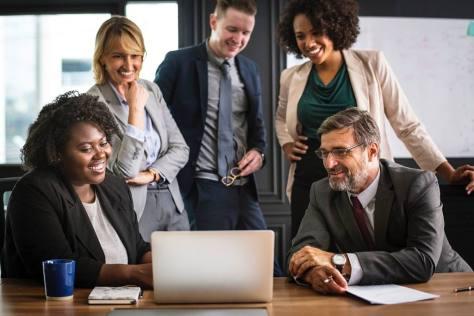 Reunión para organizar el Plan de Marketing Digital de la empresa