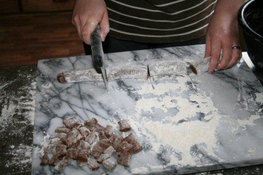 Cutting up peppernuts with a dough cutter