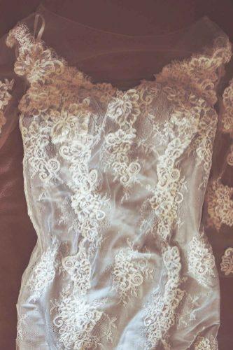 robe de mariée en dentelle sur mesure par Fée au Château couturière costumière à Versailles