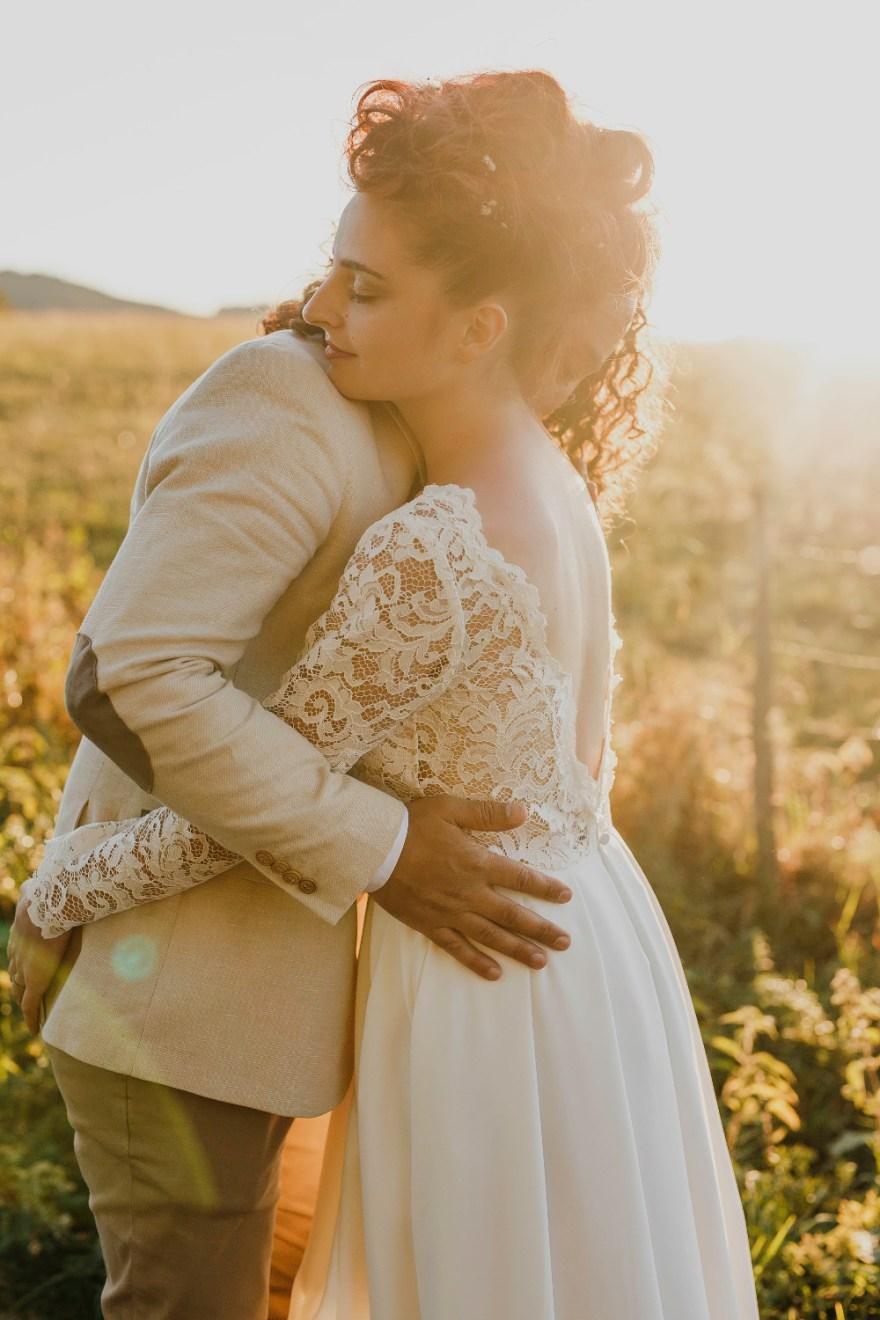Robe de mariée par artisan créateur à Versailles - Le Chêne & la Rose • Photos et Vidéos de Mariage