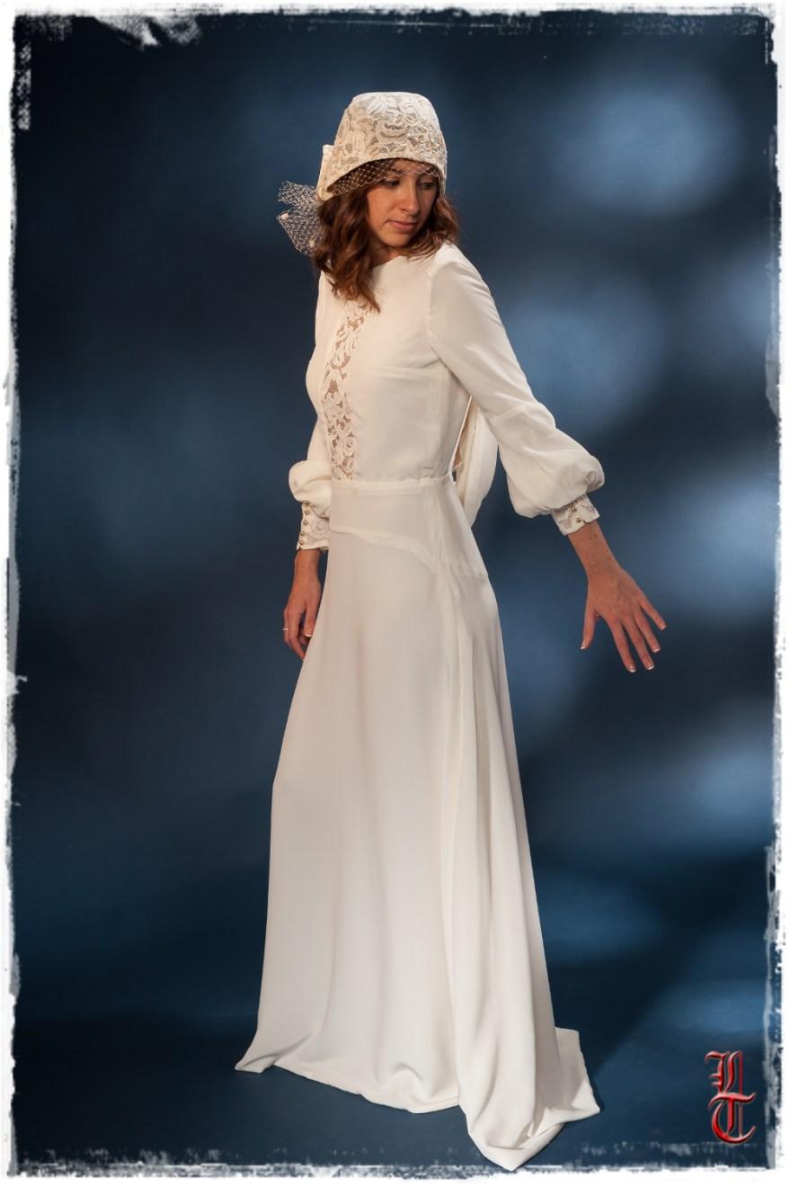 Robe de mariée par artisan créateur à Versailles et Coiffe rebrodée par Le petite mer