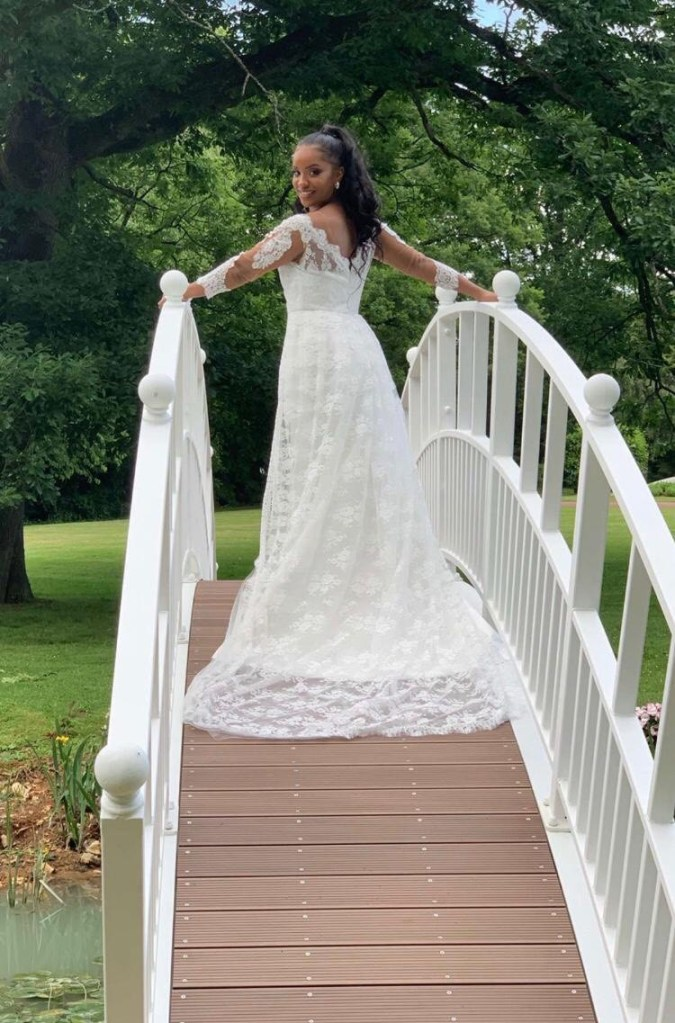 robe de mariée couture en satin duchesse et dentelle de Calais