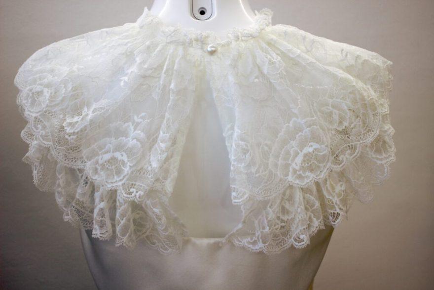 Top en satin et dentelle par Fée au Château vos créations couture à Versailles
