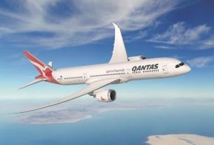 qantas airline,britain-australia flight