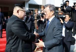 Donald Trump, Kim Jong Un, Trump Kim Summit, North Korea, US North Korea, Trump Kim Meeting, nuclear disarmament,Trump in Singapore, Kim Jong Un in Singapore, Trump Kim Summit Live
