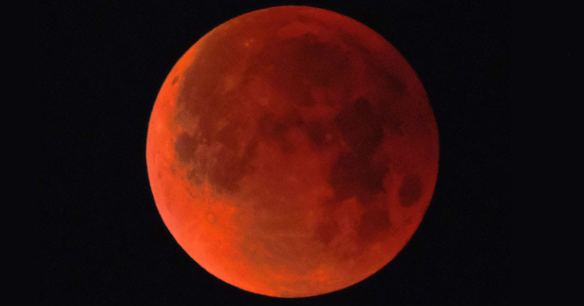 longest lunar eclipse,Dubai,Chandra Grahan,blood moon