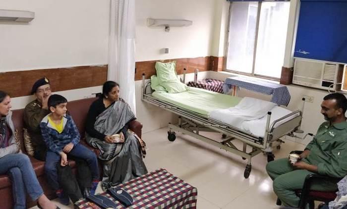 wing commandor abhinandon, sitharaman meets abhinandan, Nirmala Sitharaman, india News