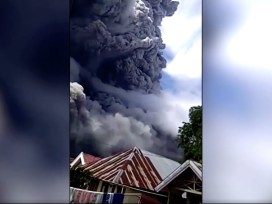 Indonesia's Mount Sinabung erupts – spews ash 5000 meters high into the sky