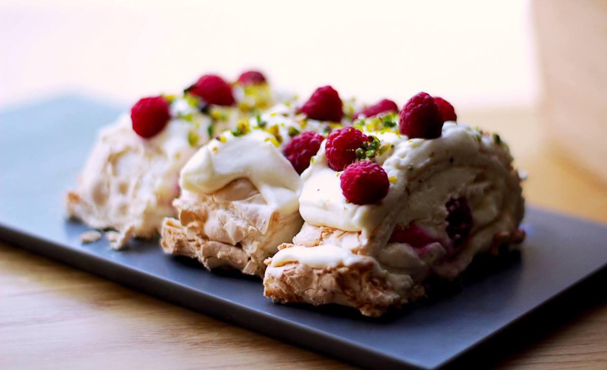 crocant raspberry mascarpone roll © razvan tom