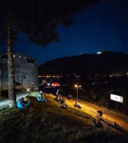 Amural Turnul Alb cinema in aer liber Brasov