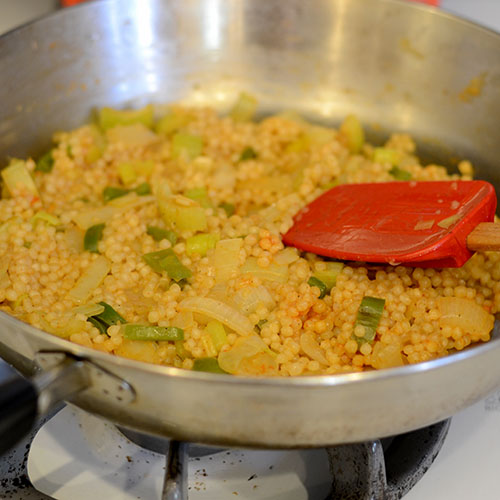Cous cous in pan 500