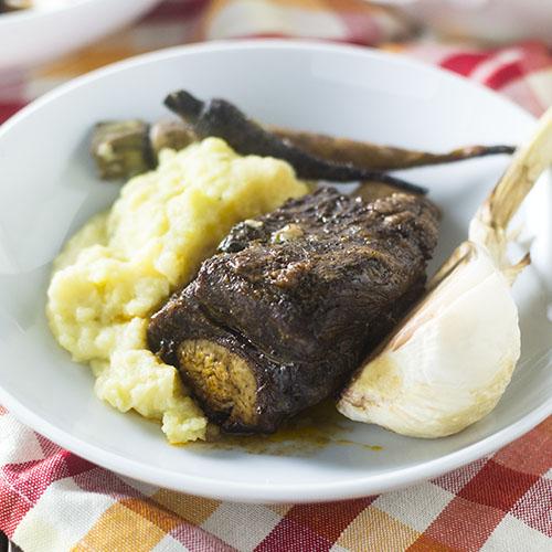 Pressure Cooker Short Ribs #beef #pressurecooker #comfortfood | feedyoursoul2.com