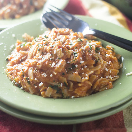 Vegan Tomato Vodka Sauce #vegan #tomatosauce #Italianfood #comfortfood | feedyoursoul2.com