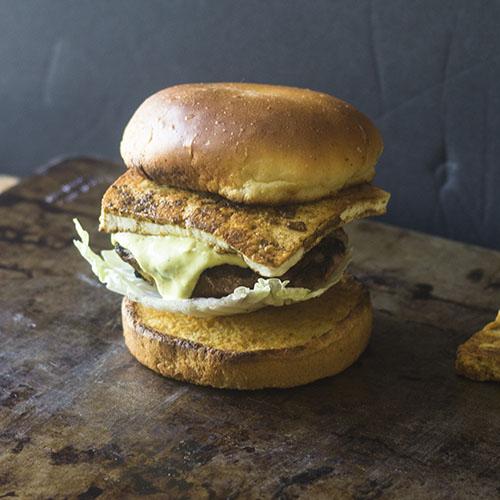 Indian Paneer Curry Burger #dinner #indianfood #fusion #burger | feedyoursoul2.com