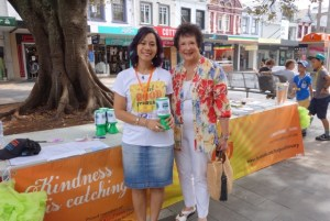 This is the image of Jean Hay with Linda Pang.