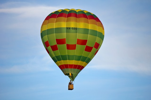 Hot_air_balloon_over_Leeton_(6)