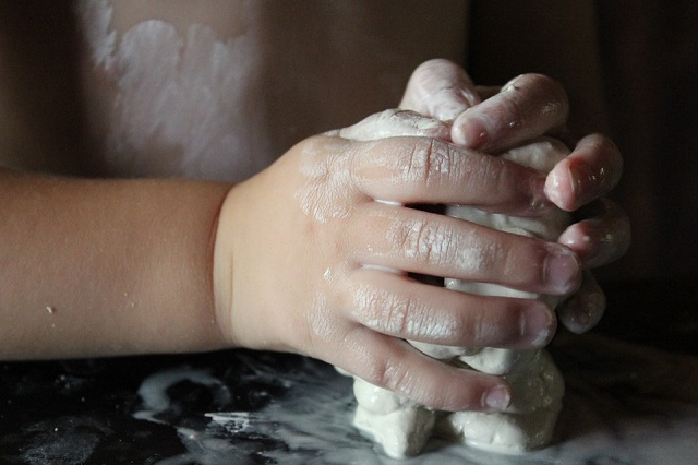 hands create sculpting