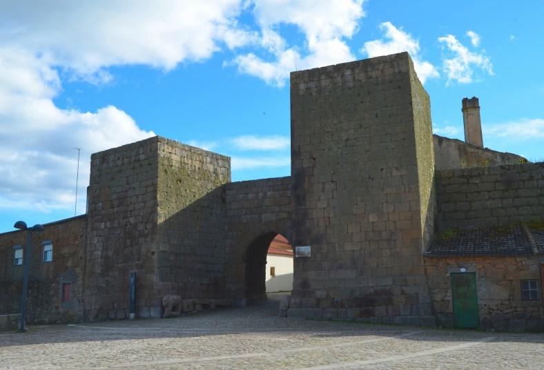 Porta Dos Berroes Castelo Mendo