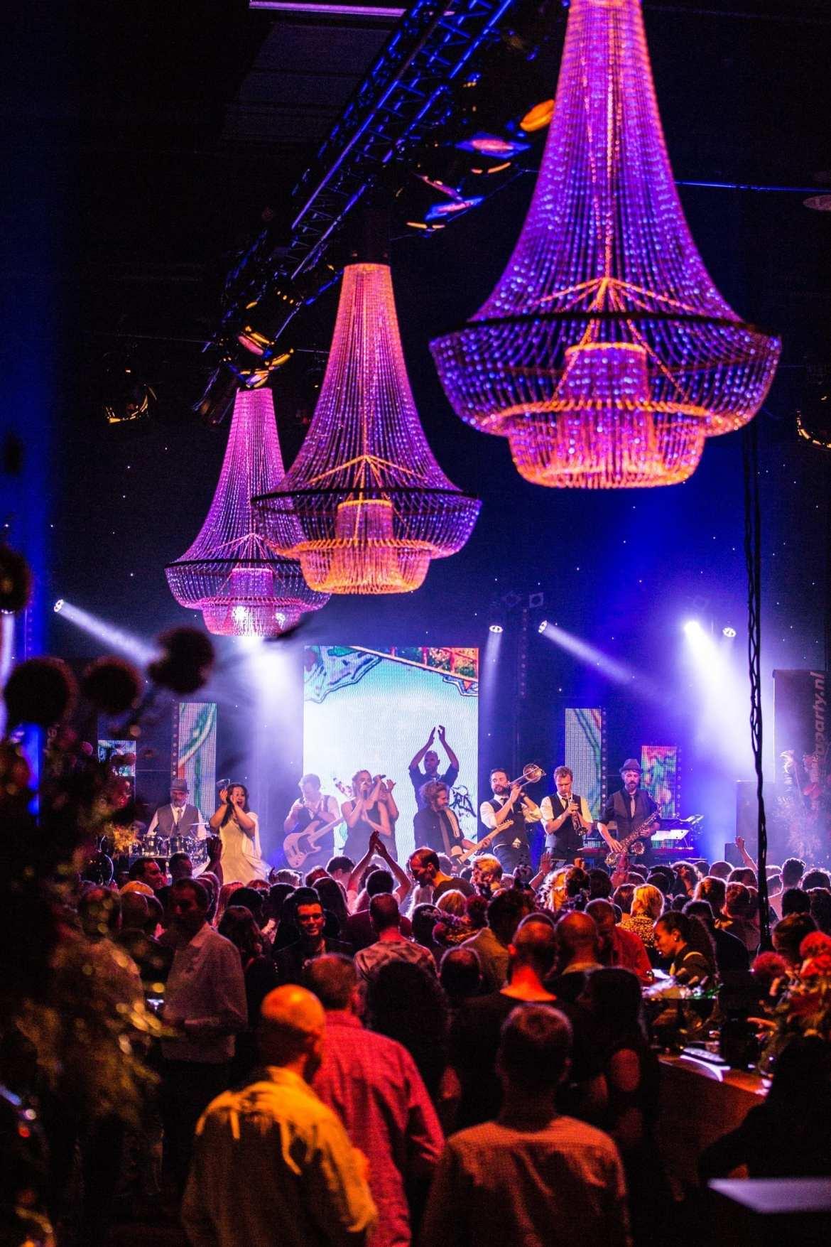 Feest Rabobank samen met Jeroen van der Boom in Worldhotel Wings te Rotterdam feestband.com