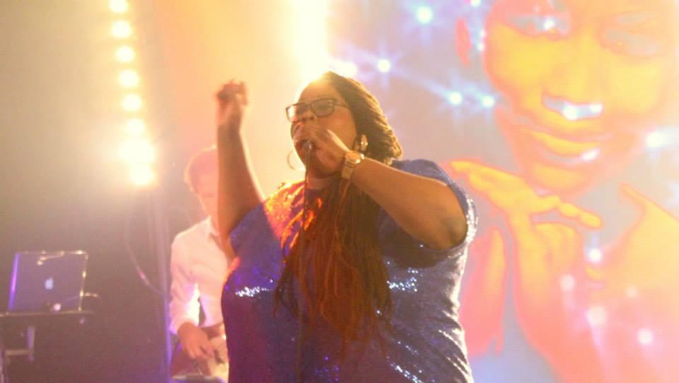 Shirma Rouse boeken met live band | feestband.com