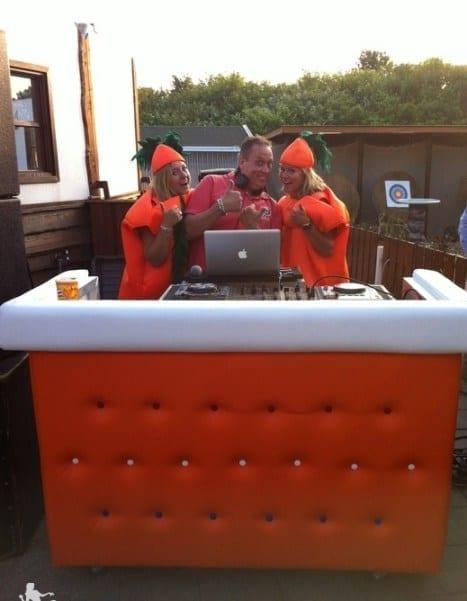 DJ-boeken-DJ-Boot-Oranje-gecapittonneerd