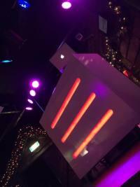 DJ-boeken-DJ-booth-wit-hout