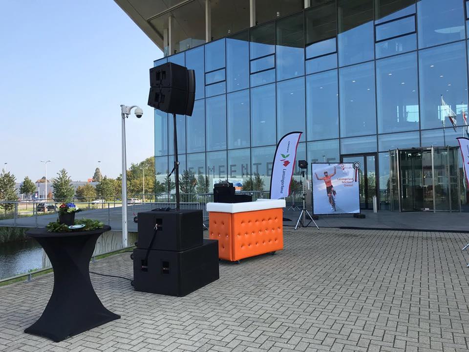 DJ-boeken_DJ-set-oranje-booth