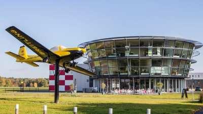 Airport Breda goes back in time voor jubileumfeest Schipper Groep met Boston Tea Party | feestband.com