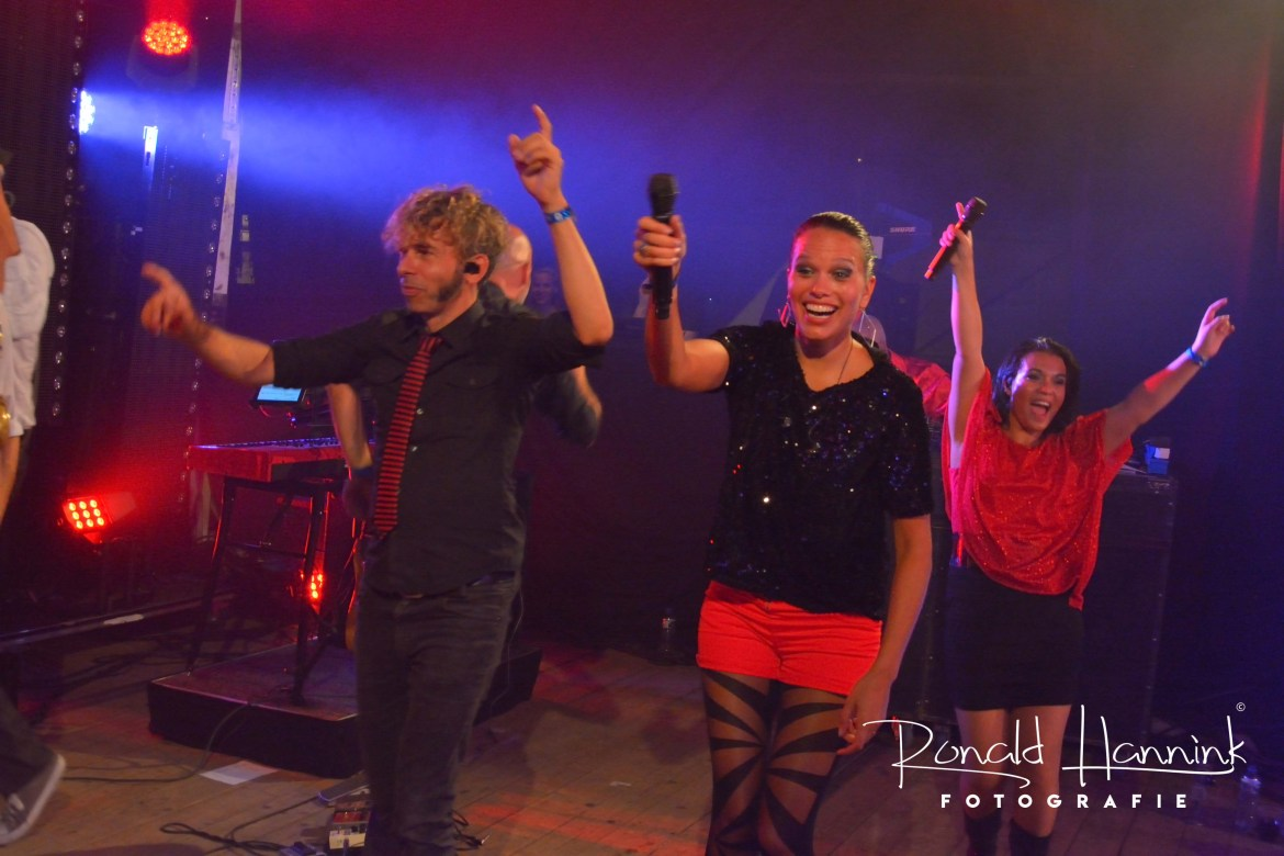 Backstage bij optredens feestbands Boston Tea Party en Got the V!BE feestband.com