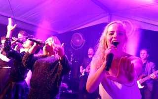Groothandel VHC Jongens BV verwent zichzelf met optreden Boston Tea Party | feestband.com