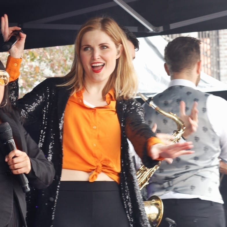 Koningsdag IJsselstein werd gevierd met lekkere Nederlandse meezingers van DeBand.NL