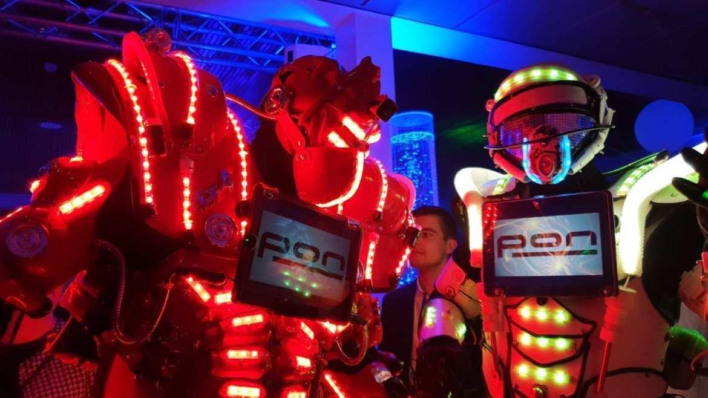 PON verwelkomt de toekomst met feestband Boston Tea Party | feestband.com