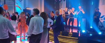 Grand Hotel Krasnapolsky decor voor internationale disco party in Amsterdam | feestband.com