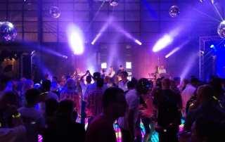 Jubileum voetbalvereniging AVV Columbia met knalfeest op Zwitsalterrein | feestband.com