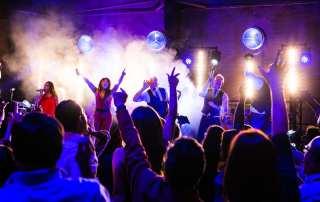 Onderzeebootloods viert Amerikaans feestje met Got the VIBE XL | feestband.com
