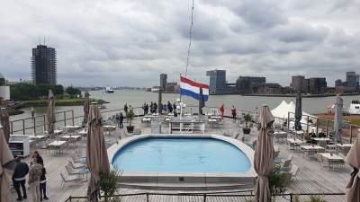 Royal Steensma laat de Friezen dansen op de SS Rotterdam Cruise Hotel   feestband.com