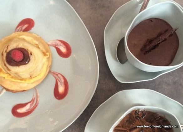Coffee, bread and cake - Vietnam-style: www.feetonforeignlands.com