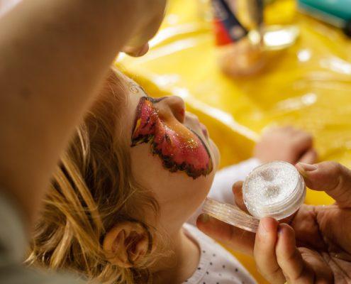 Ein besonders Angebot für Kinder und Familien bietet die Freie evangelische Gemeinde (FeG) Mannheim im Rahmen des Rheinpromenandenfest 2017: Von 12 Uhr bis 17 Uhr kann sich Klein und Groß beim Kinderschminken und bei Geschicklichkeitsspielen ausprobieren. Willkommen!